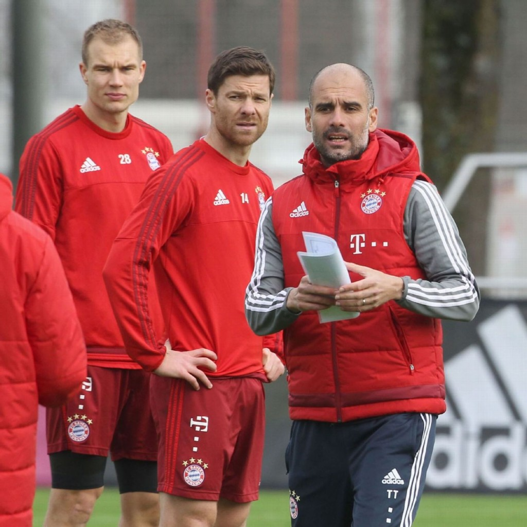 BAYERN MUNICH – Exercice spécifique au poste proposé par Pep Guardiola