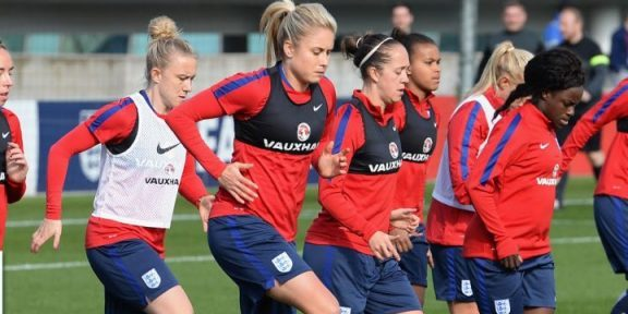 You are currently viewing Sel.ANGLETERRE Fem. – Comment travailler le jeu de tête offensif et défensif ?
