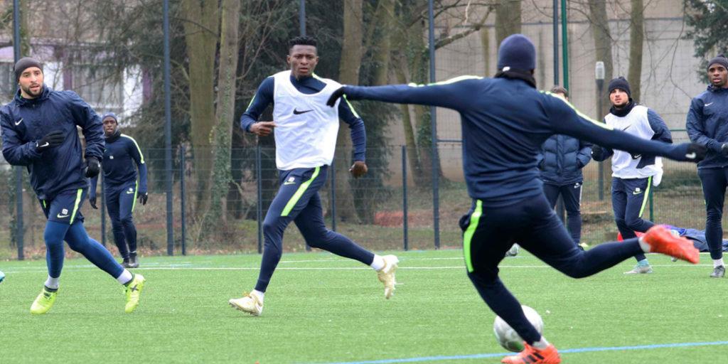 Read more about the article PARIS FC – Travail technique de conduite, de prise de balle et de passe