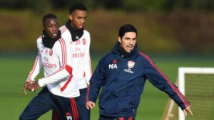 ARSENAL – Activation technico-tactique : Jeu court à 2 ou à 3 par Mikel Arteta